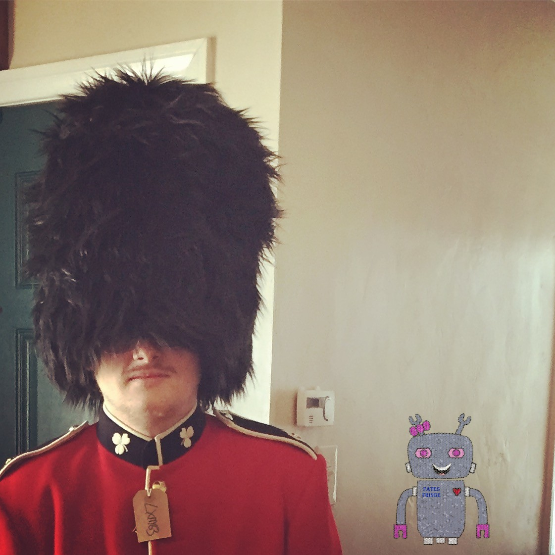 <p>I made the  bearskin hat for the authentic uniform jacket : play Charles III</p>